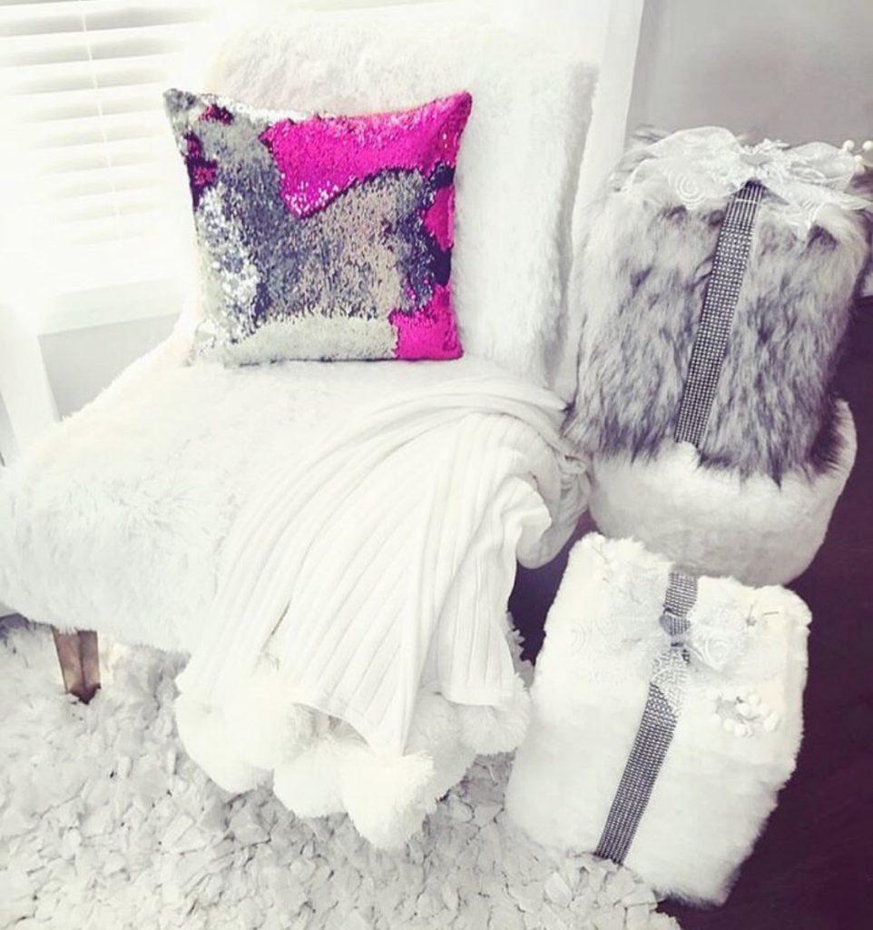 Luxurious sequin pillow