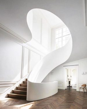 The sweeping staircase