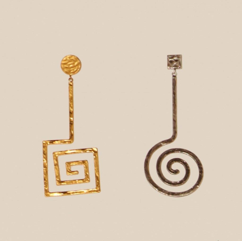 Spiral mismatched earrings
