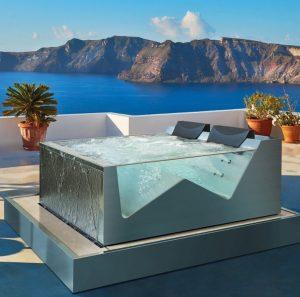 Overflow luxury spa bath