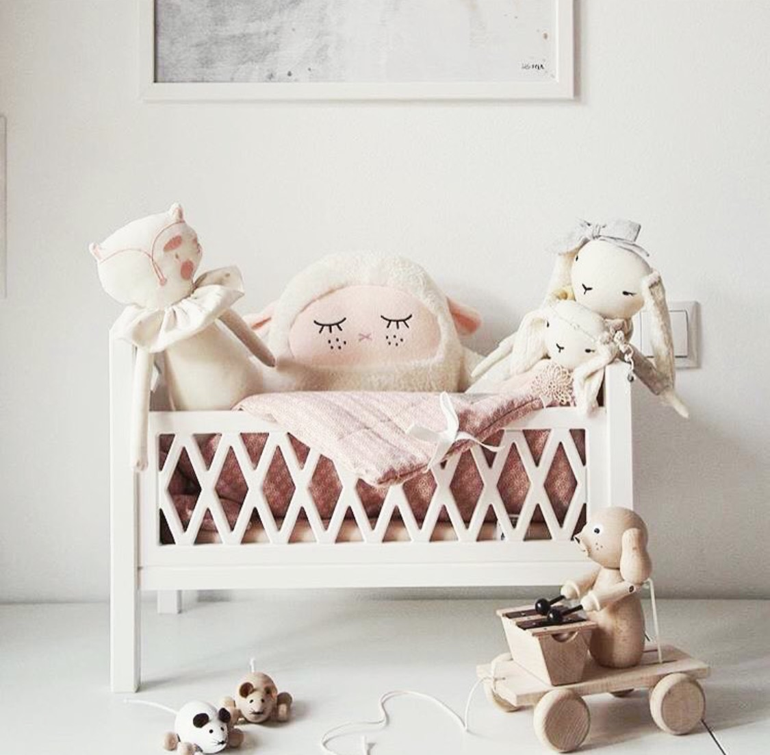 Stunning Doll bed
