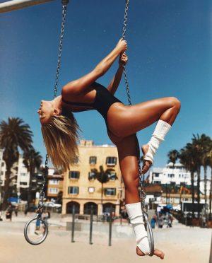 Pilates side plank with leg raise