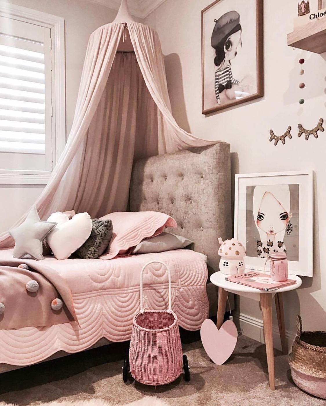 Pink kids bedroom theme
