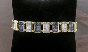 Superb bracelet with square blue saphirs and diamonds