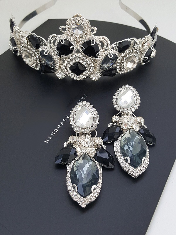 Black and silver earring and crown set
