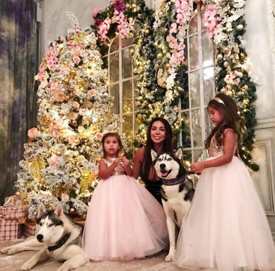 The frivolous life of Oxana Samoylova and family