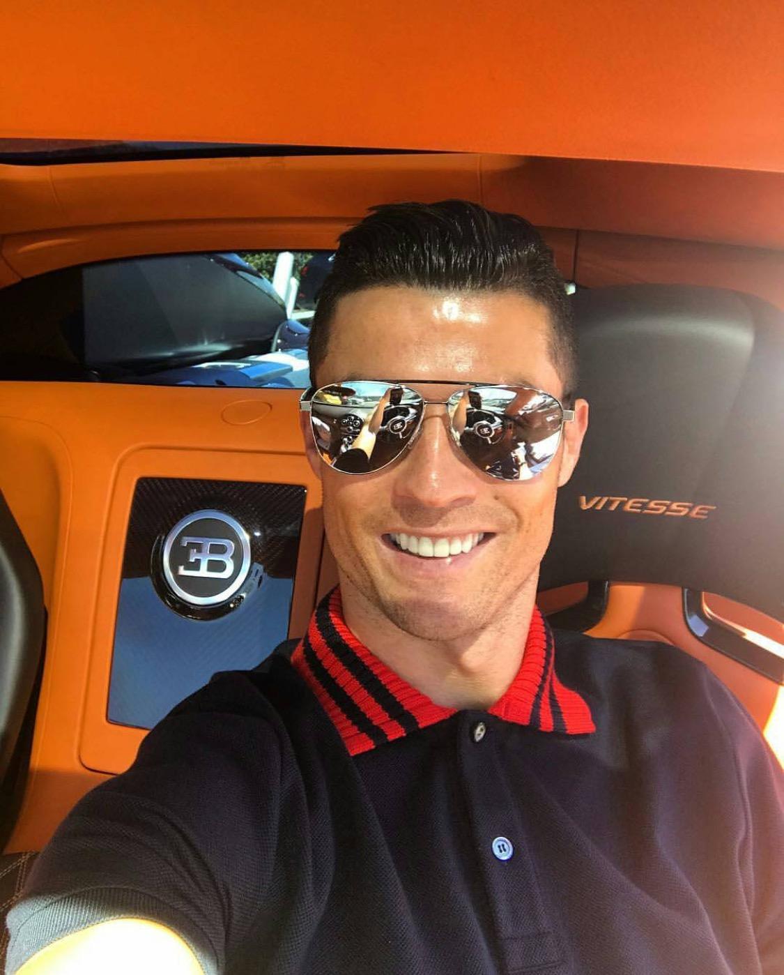 Cristiano Ronaldo ist ein 34jähriger Fußballspieler aus Portugal 05021985 in Funchal Portugal Cristiano Ronaldo spielt seit 2018 bei Juventus Turin Juve