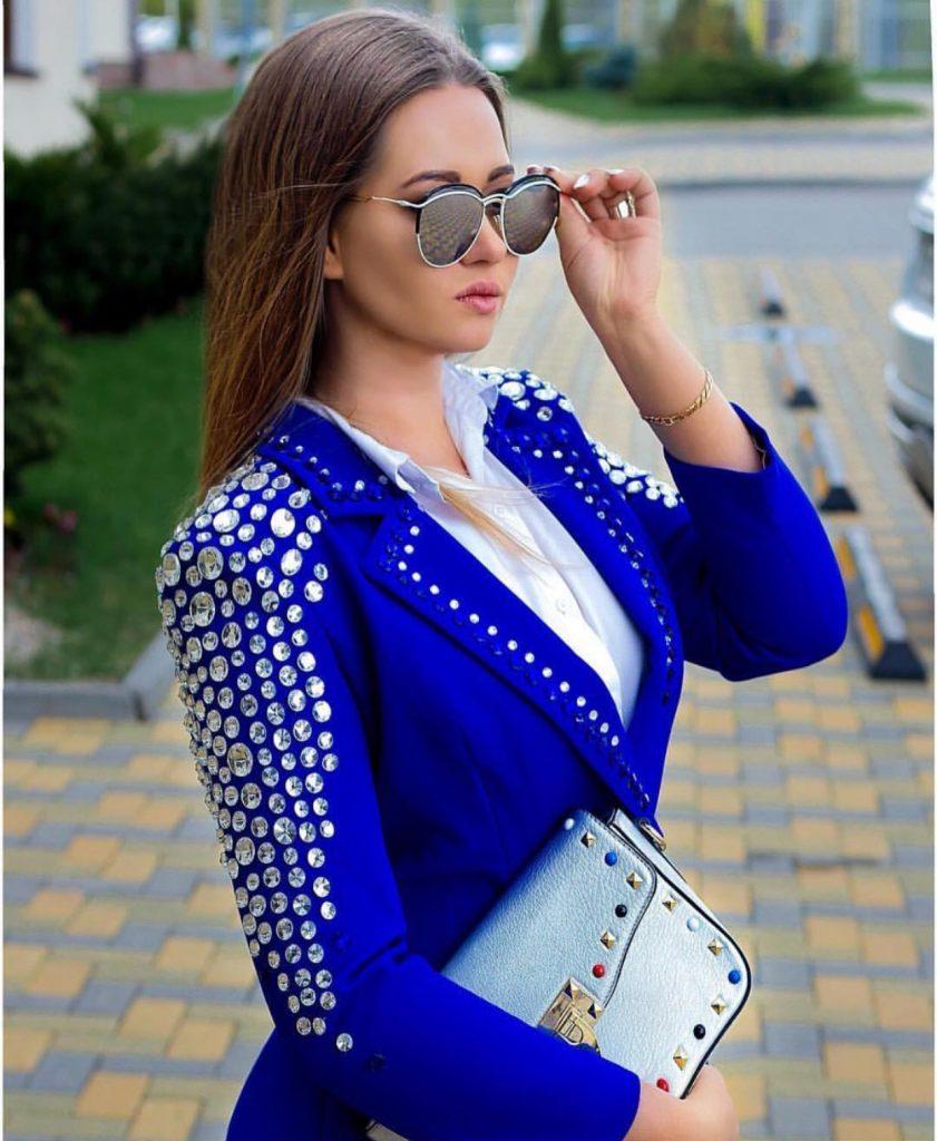 Extravagant blue pant suit