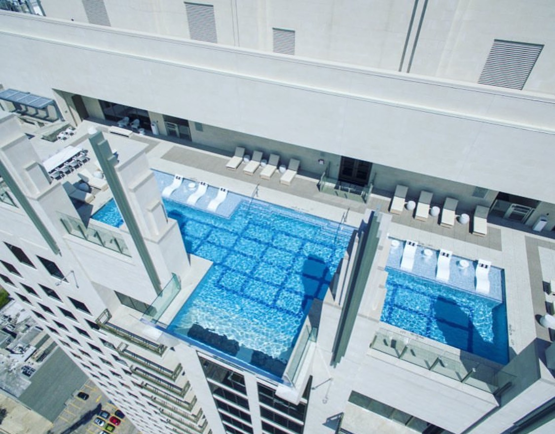Glass-bottomed pool 500 feet above downtown Houston