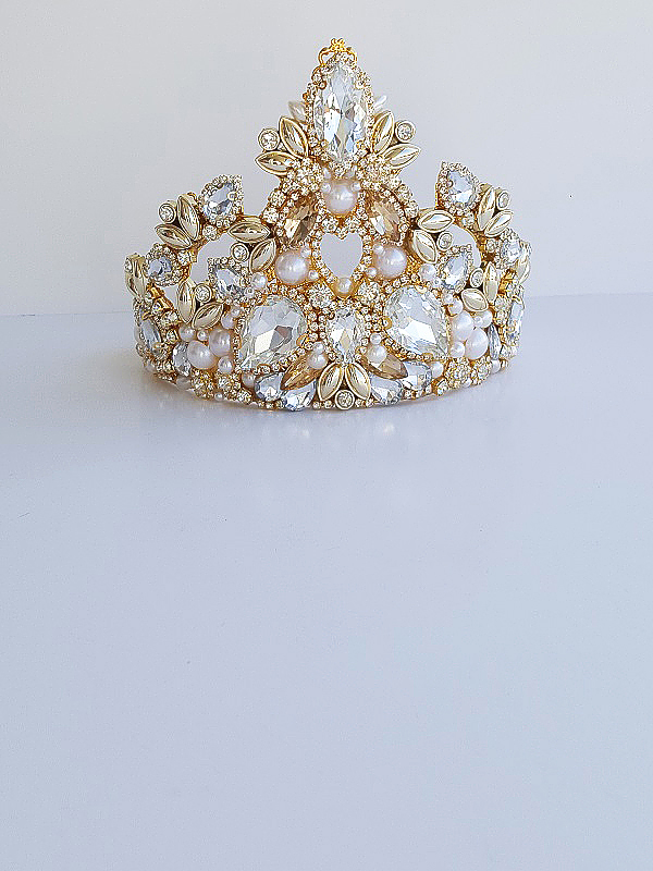Opulent bridal gold crown