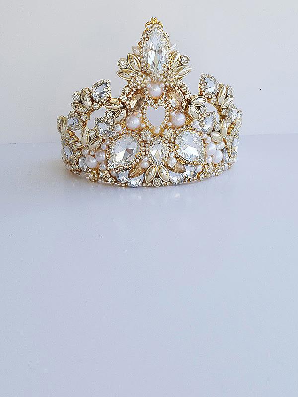 Opulent bridal gold crown