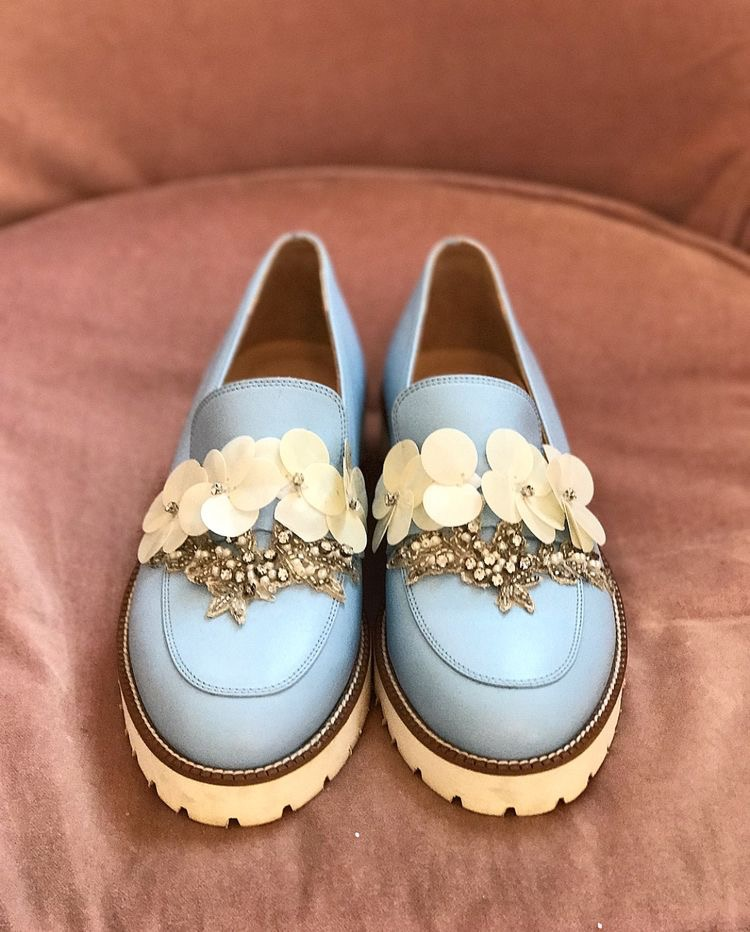Flower embellished loafers