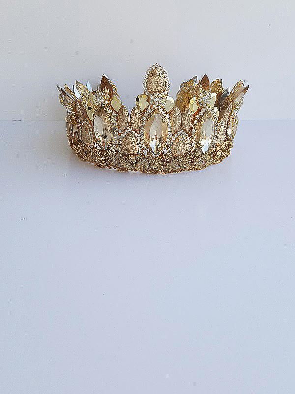 Gold opulent crown