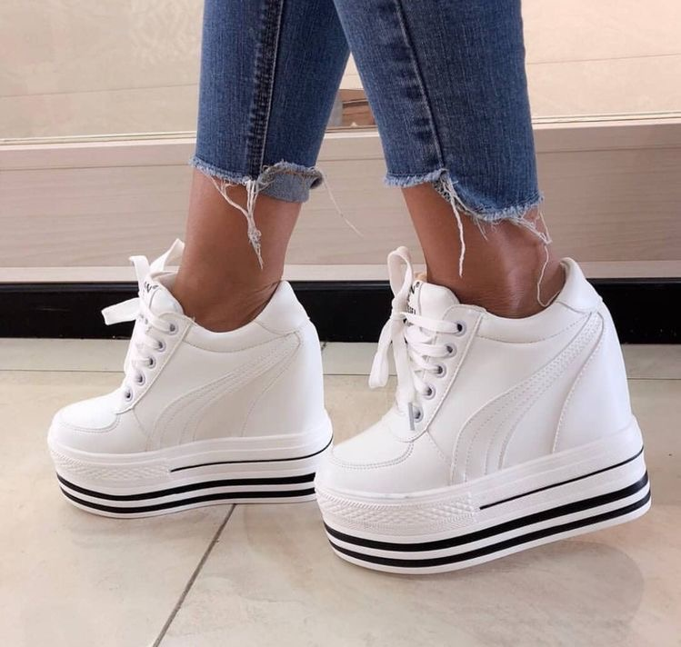 ea81142a0f White and black high platform sneakers | Slaylebrity