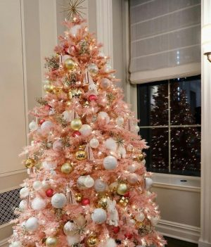 Stunning pink Christmas decorating  ideas