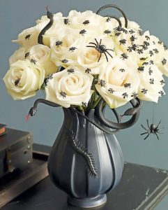 How to use flowers for your Halloween decor