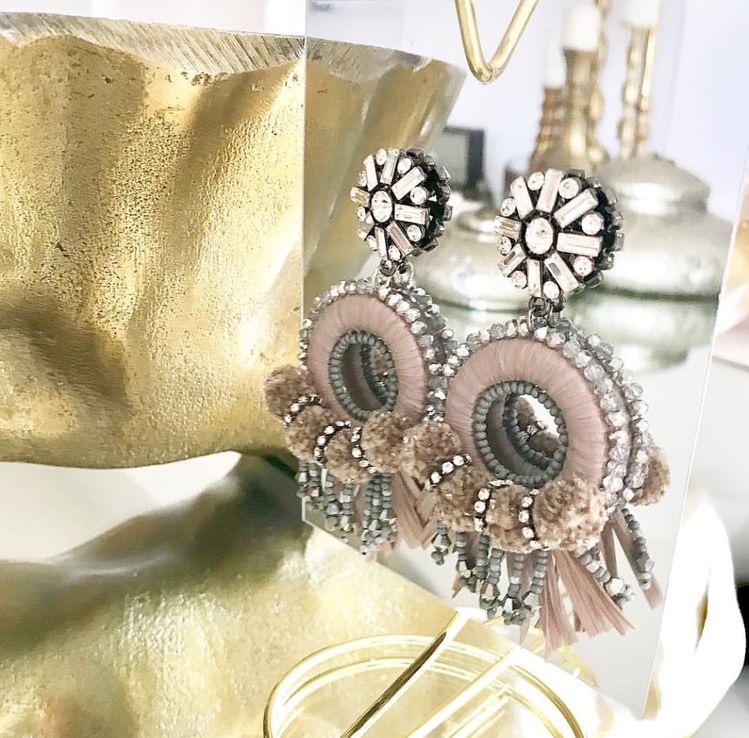 Raffia Nude earrings