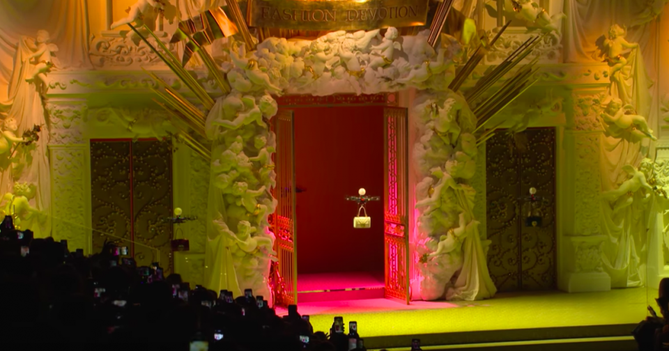Worlds most Surreal fashion shows