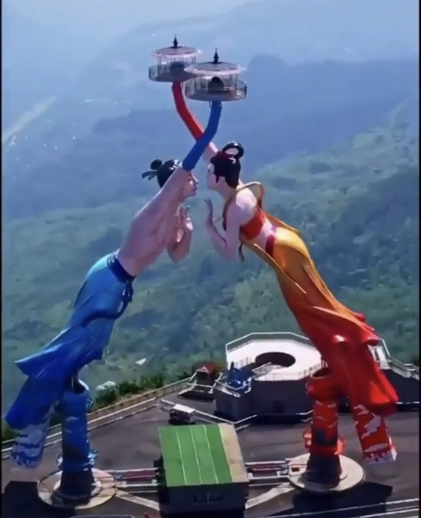 Is this Flying Kiss swinger the latest World's tallest ride?