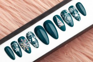 Green Christmas with rhinestones Luxury Press on Nails