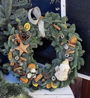 Luxe pre decorated tangy wreath