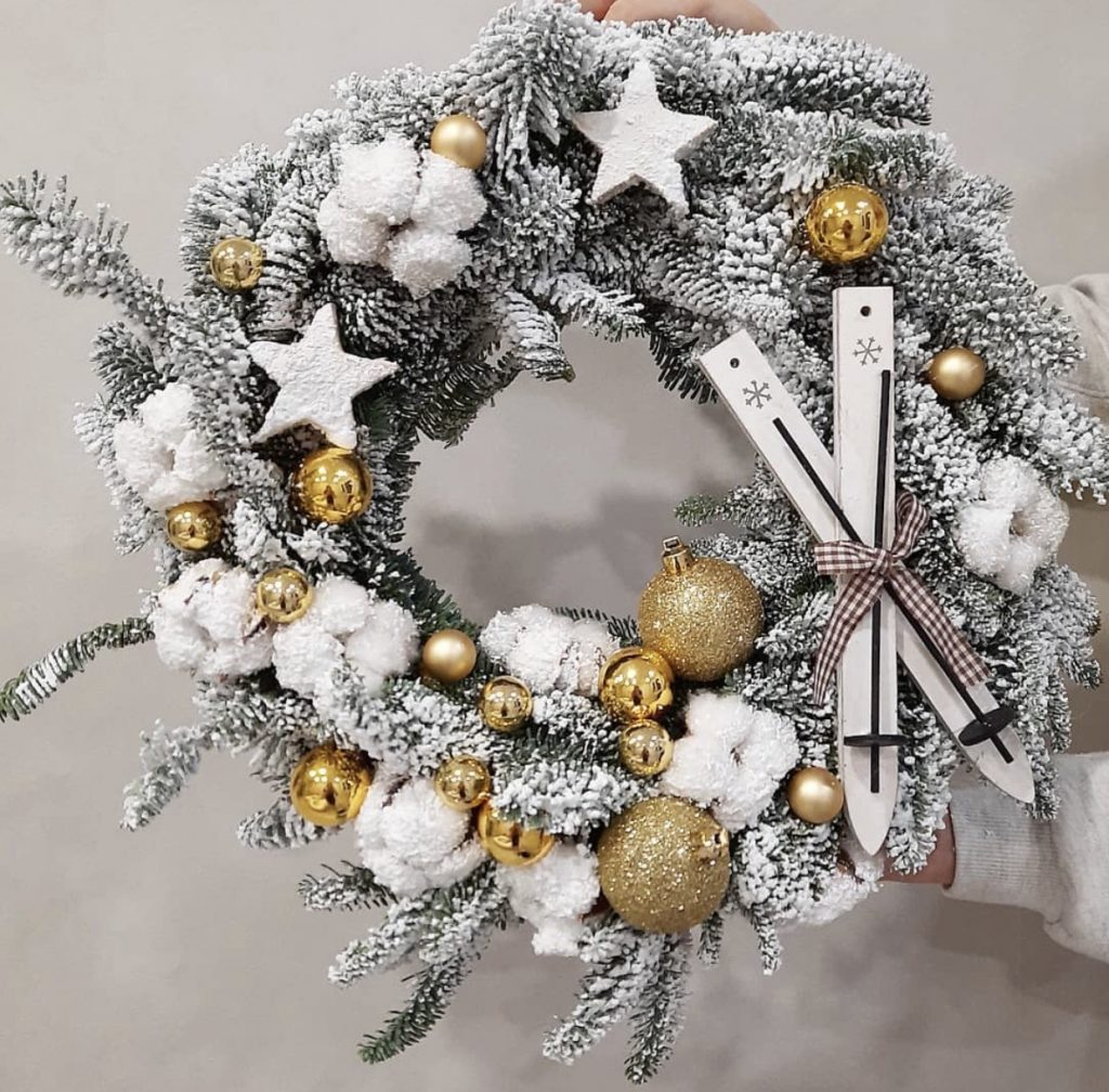 Winter theme festive wreath