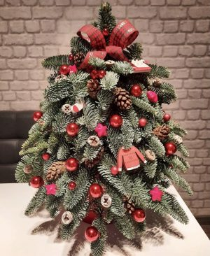 Stunning red and green decorative home decor tree