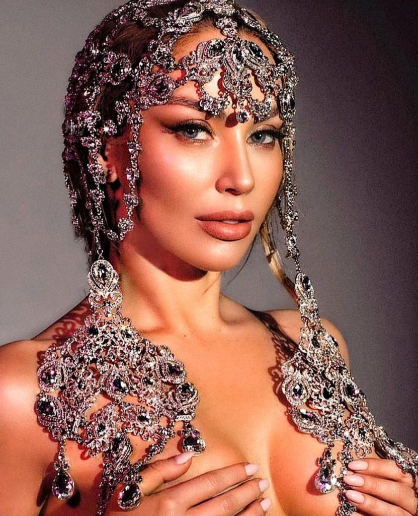Opulent lavish head jewels